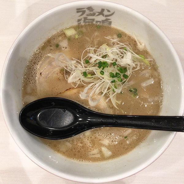 「魚介とんこつラーメン」@ラーメン海鳴 福岡空港店の写真