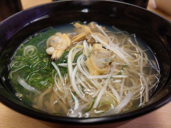 「鯛だしあさり塩ラーメン356円」@スシロー ステラタウン店の写真