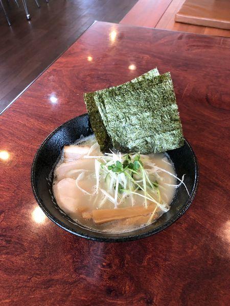「あら塩豚骨拉麺」@拉麺 空の写真