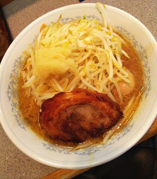 「味噌ラーメン伝説のタマゴトッピング野菜&ニンニク増し」@味噌王 仲間 SNBWorldの写真