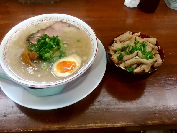 「だるま(極麺)770円+もつマンマ小セット280円」@だるま大使 本店の写真