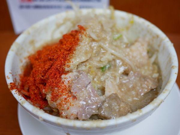 「ラーメン ヤサイ増し+脂マシマシ+唐辛子トリプル」@麺や 希 御徒町店の写真