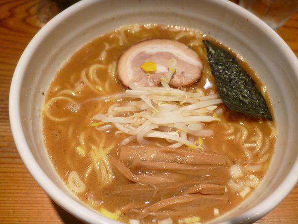 「中華そば(大盛り無料 サービスライス付き)¥700」@らーめん・つけ麺 我家の写真