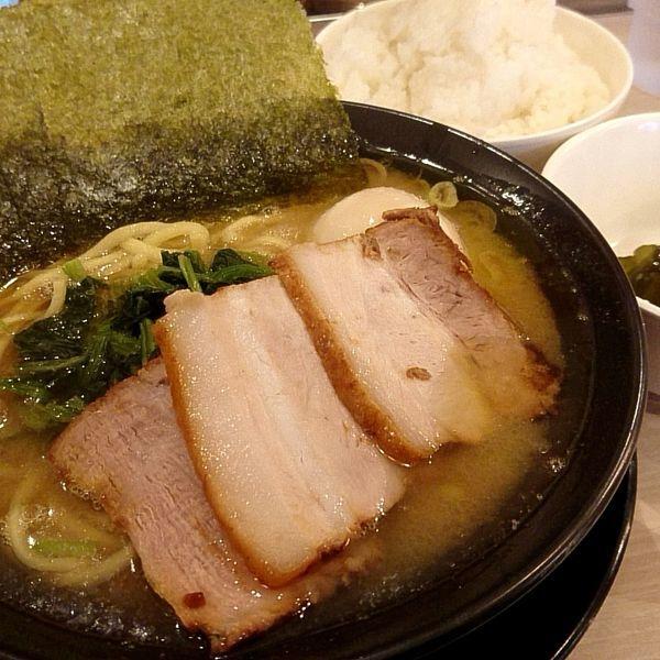 「豚骨醤油SP(硬め・濃いめ・油多め)+ライス無料961円」@横浜家系ラーメン 印西家の写真