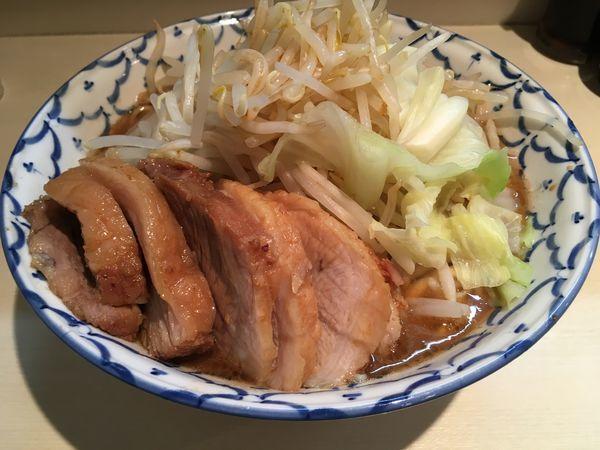 「豚増ラーメン大盛ヤサイカラメ」@らーめん 陸 尾山台店の写真