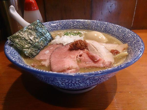 「濃厚豚骨魚介ちゃーしゅーめん+大人の味玉」@麺処 ほん田の写真