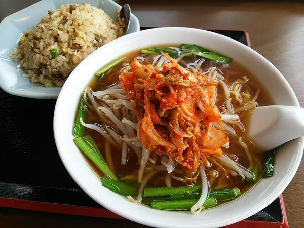 「【限定】キムチラーメン+半炒飯 ※コーヒー1杯無料」@中国料理 竹園の写真