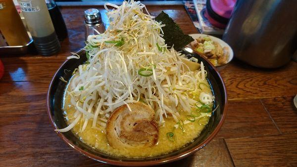 「味噌ネギラーメン+大盛り+替え玉+ミニチャーシュー丼」@風来坊の写真
