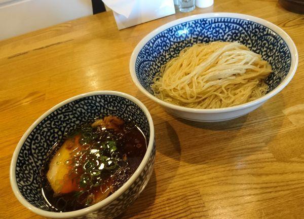 「醤油つけ麺 半玉」@ROOSTERの写真