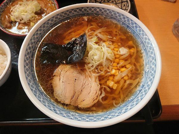「醤油らぁ麺(もつ煮セット)880円」@うなりの写真