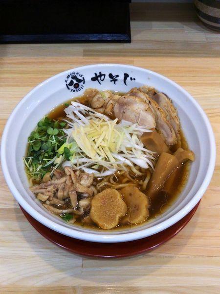 「生姜らぁ麺¥800と鶏ちゃあしゅう+鶏皮増し¥300」@支那そば やそじの写真