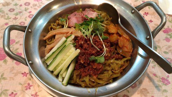 「四川たんたんめん、つゆなし」@中華料理 鮮菜の写真