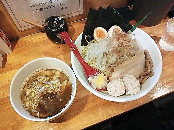 「醤油炊きしろぼしつけ麺+特製全部盛り」@つけ麺 しろぼしの写真
