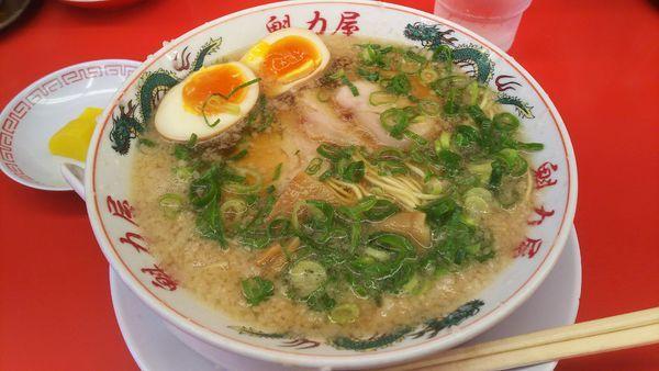 「特製醤油味玉ラーメン  810円」@ラーメン魁力屋 市ヶ尾店の写真