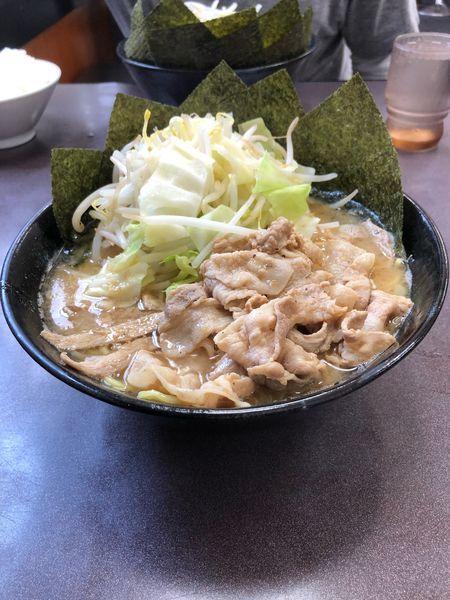 「豚バラもやきゃべラーメン大盛り  太麺」@とんこつラーメン松平 六浦店の写真