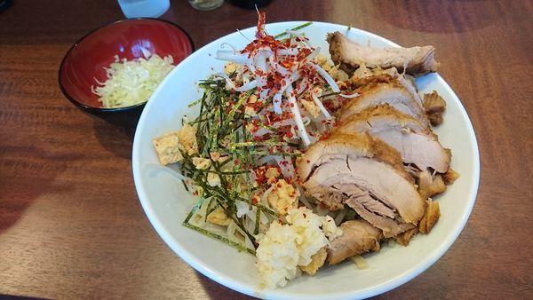 「【期間限定】冷塩レモン(ニンニク・トウガラシ)+豚2枚・ネギ」@麺屋 づかちゃんの写真