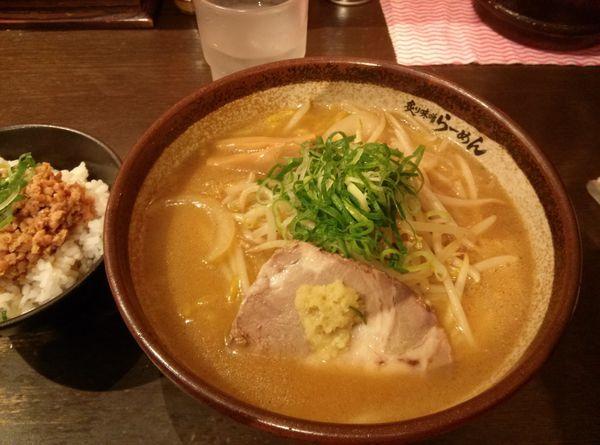 「炙り味噌らーめん&鶏そぼろごはんセット¥980」@真武咲弥 渋谷店の写真