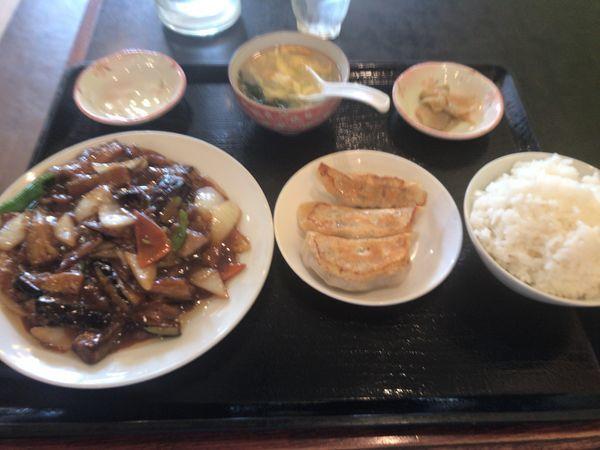「茄子と豚肉煮込+半餃子+ライスセット 950円」@長城飯店の写真