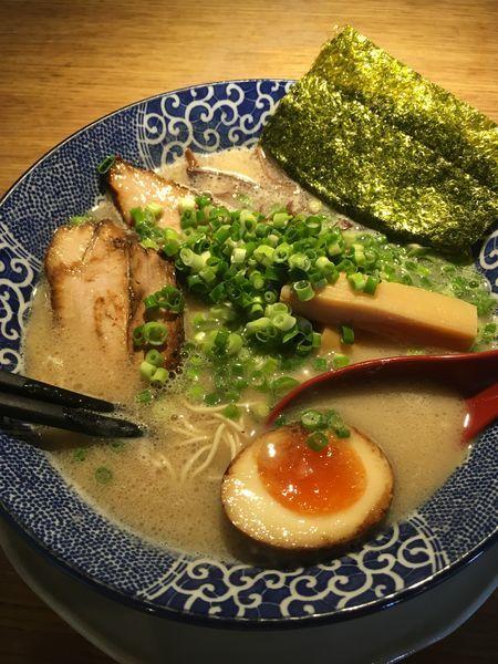 「とんこつラーメン」@博多ラーメン 鶴亀堂 緑神の倉店の写真