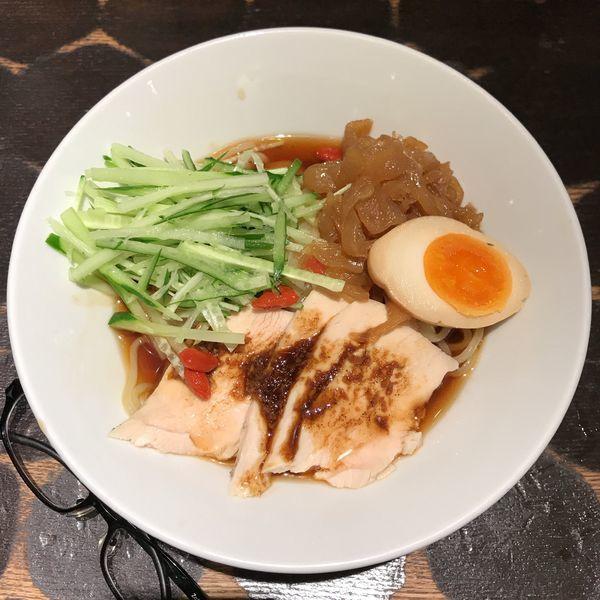 「特製鶏の冷やし中華」@とんこつらーめん俺式 純 東京ラーメンストリート店の写真