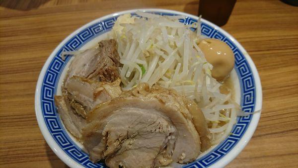 「豚玉ラーメン(並)+豚1枚¥880+100」@びんびん豚の写真