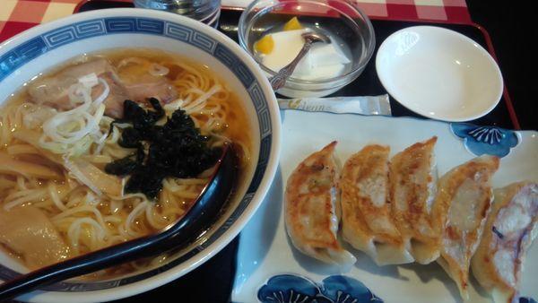 「焼き餃子&醤油ラーメン780円」@龍昇飯店の写真