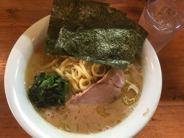 「中盛りラーメン800円」@武蔵家の写真