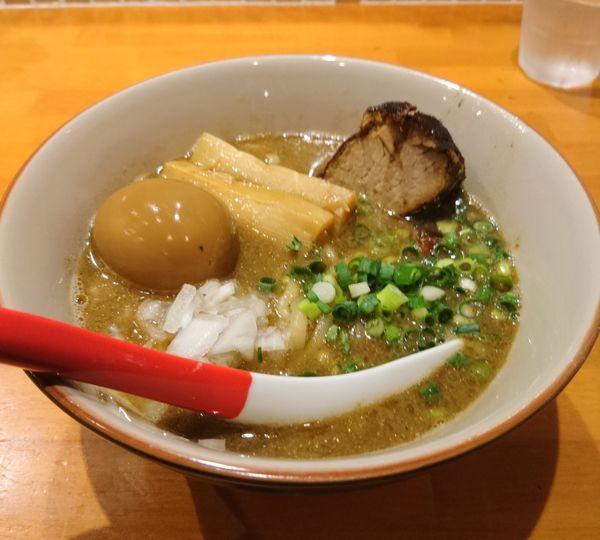 「平日夜の部限定 煮干しそば 味玉」@らーめんキッチン いいづかの写真