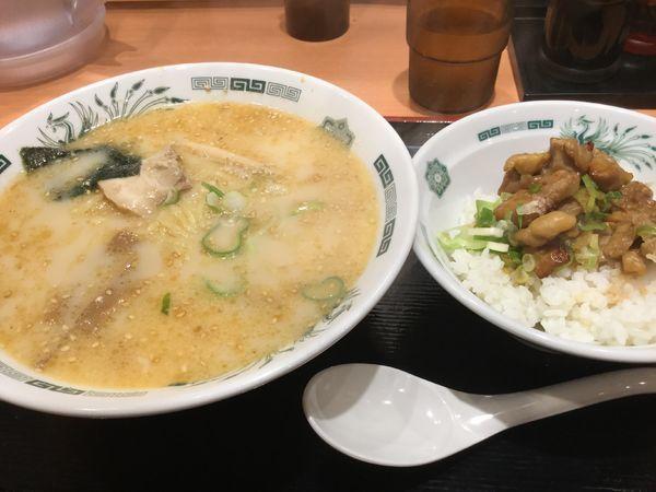 「とんこつラーメン+焼き鳥660円」@日高屋 千住大橋店の写真