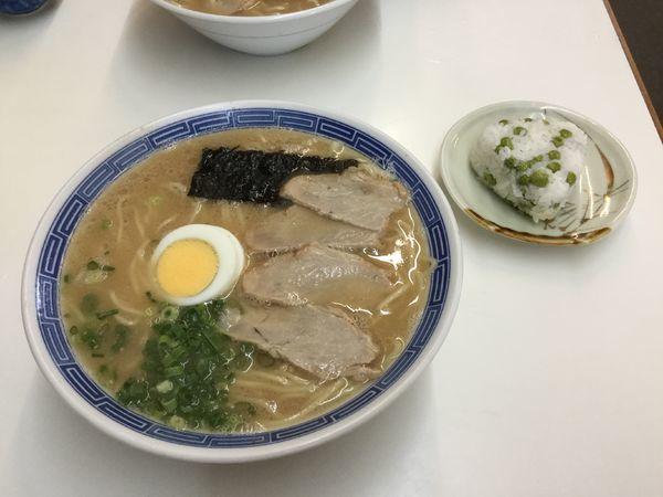 「ラーメン+ピースにぎり(¥500+60)」@沖食堂の写真