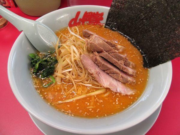 「特製味噌ネギチャーシュー麺(1070円)」@ラーメン山岡家 牛久店の写真