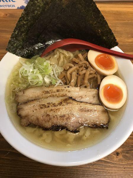 「特製塩らー麺」@くじら食堂の写真