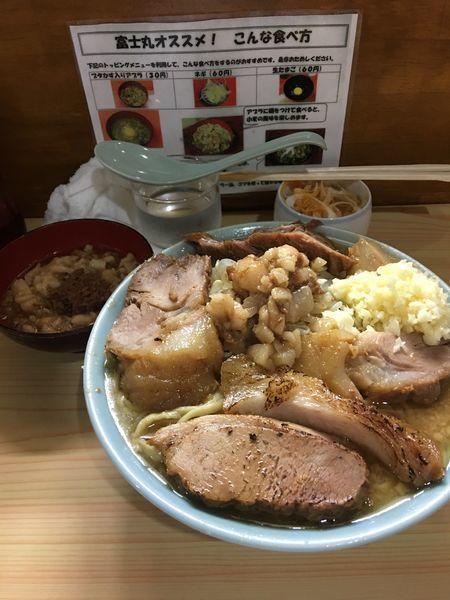 「国産豚麺 ねぎ 豚カス入アブラ ニンニク」@ラーメン富士丸 明治通り都電梶原店の写真