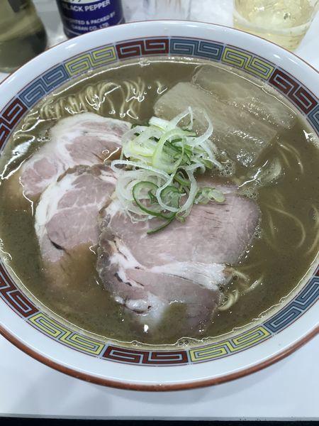 「煮干鰮豚骨らーめん」@煮干鰮豚骨らーめん 嘉饌の写真