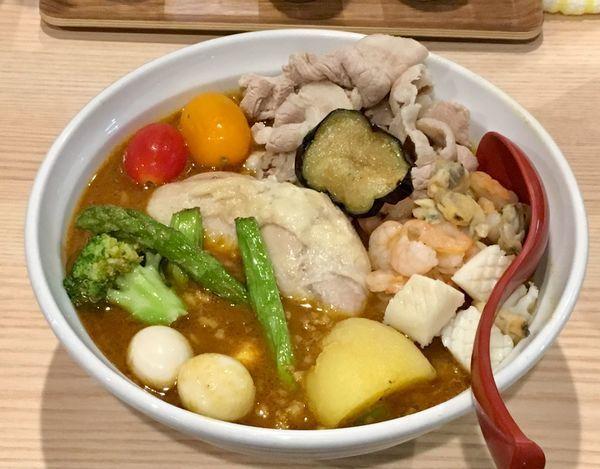 「味噌スープカレーラーメン 全部載せ[限定】」@拉麺 大公の写真