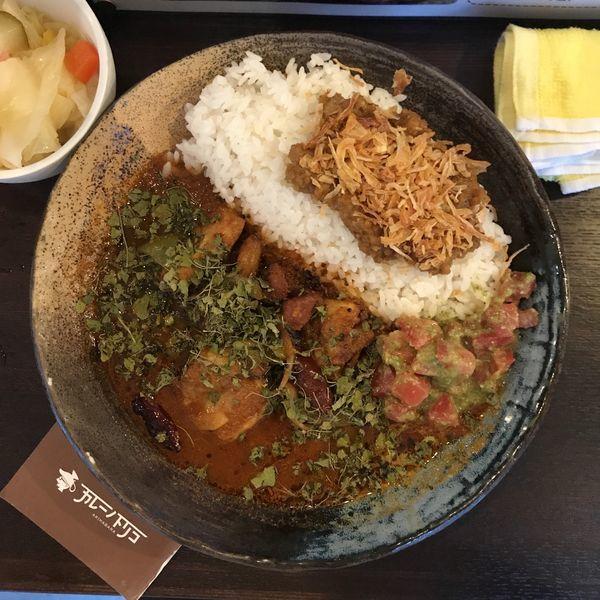 「あいがけカレー(35辛)+気まぐれソース+ピクル酢」@カレーノトリコの写真