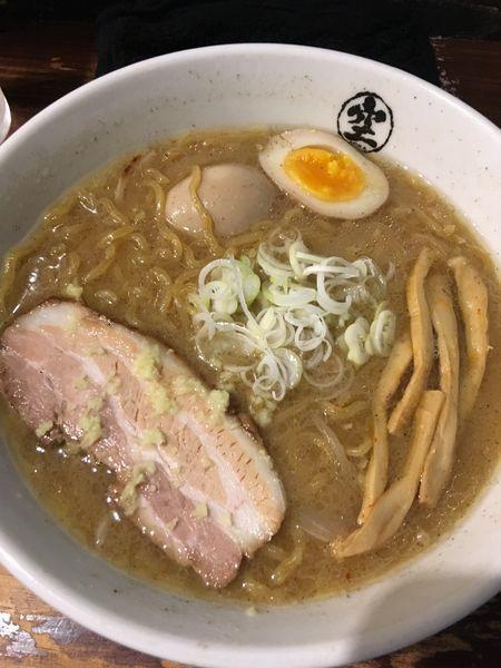 「味噌らーめん+半熟味玉」@らーめん 空 本店の写真