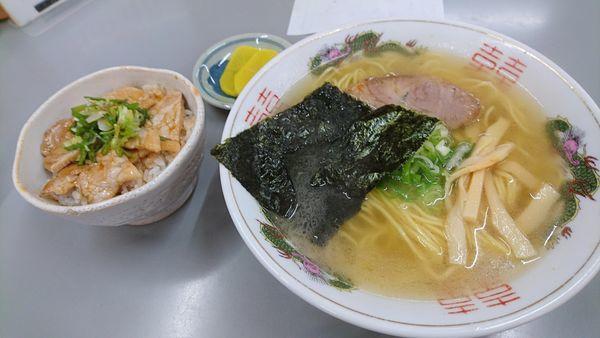 「かつお塩ラーメン820円+ミニ豚丼350円」@まるたかラーメンの写真