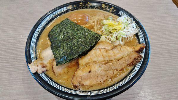 「濃厚特製中華そば」@松戸富田製麺の写真