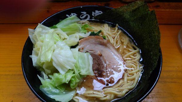 「家系ラーメン+キャベツ ランチサービス麺大盛り」@横浜家系ラーメン 違う家の写真