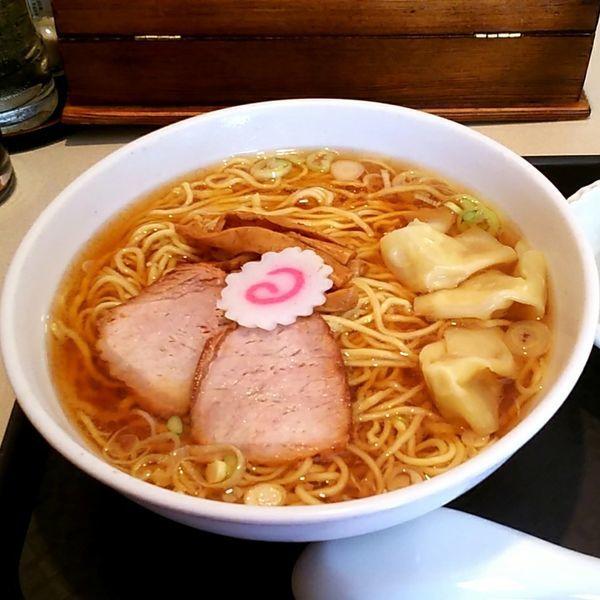 「ワンタンメン+煮干粉」@赤坂味一 亀戸店の写真