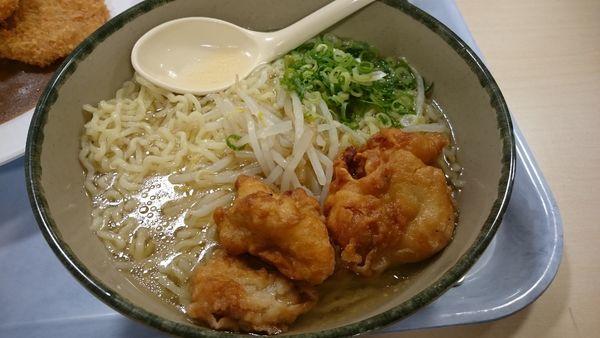 「塩ラーメン唐揚げ入り」@京都大学 中央食堂の写真