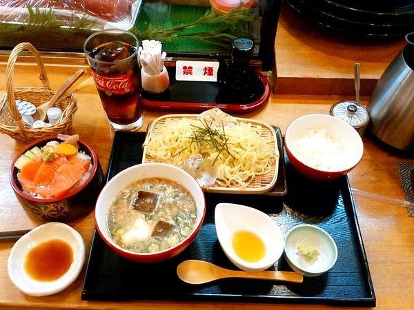 「和風冷やしつけ麺(並盛・285g)810円+ミニサーモン丼」@寿司けんの写真