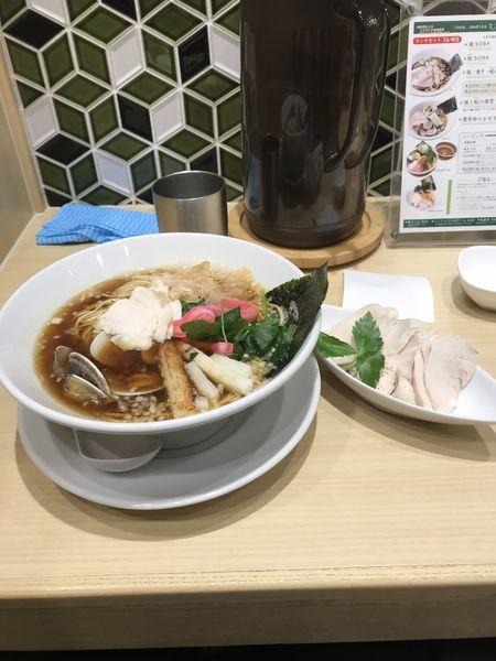 「鶏煮干蛤のトリプルSOBA+鶏チャーシュー」@むぎとオリーブ 日本橋店の写真