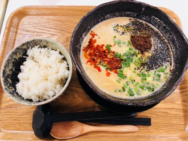 「坦々麺  中ライス」@ロンフーダイニング イオンレイクタウン越谷店の写真