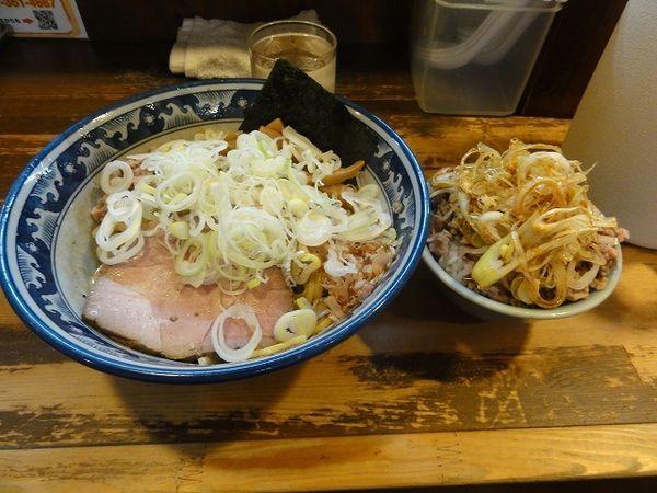 「油そば780円 刻みネギチャーシュー丼ミニ250円」@兎に角 松戸店の写真
