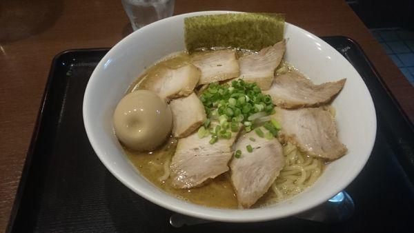「味玉チャーシュー麺・大盛 ¥1080」@中華そば おかべの写真