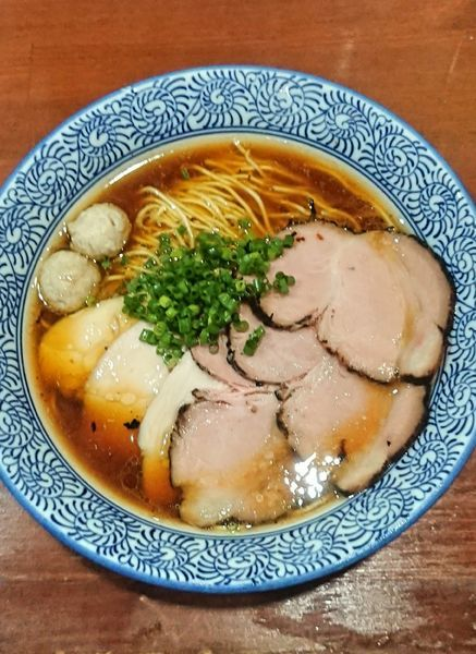 「特製芳醇醤油鶏そば」@麺や 而今 大東本店の写真