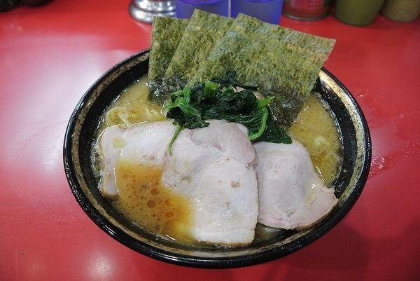 「中盛チャーシュー麺 970円 麺カタメ」@家系総本山 吉村家の写真