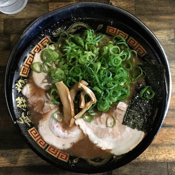 「とんこつラーメン + 替え玉」@無鉄砲 東京中野店の写真